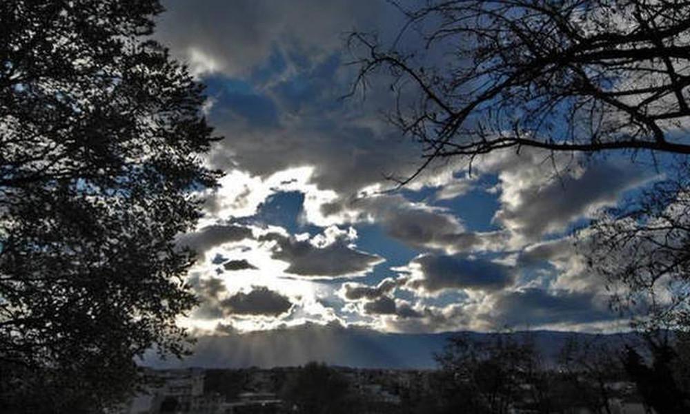 Καιρός: Με αρκετές νεφώσεις, βροχές και ισχυρούς ανέμους η Παρασκευή (13/9)