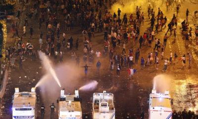Γαλλία: Δύο νεκροί και σοβαρά επεισόδια στους πανηγυρισμούς για το Μουντιάλ (photos+videos) 16