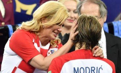Η αγκαλιά-παρηγοριά της προέδρου της Κροατίας (photos + video) 13