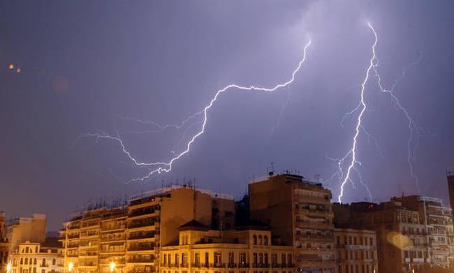 Έκτακτο δελτίο ΕΜΥ: Με καταιγίδες και νεροποντές η Πέμπτη – Πού θα είναι έντονα τα φαινόμενα