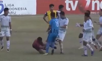 Παίκτες έριξαν τρελό ξύλο σε διαιτητή για πέναλτι! (video) 18