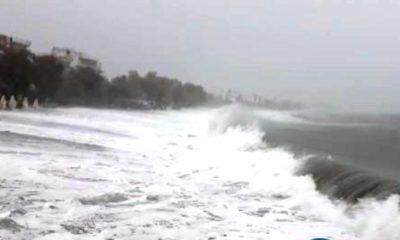 """Κυκλώνας Ζορμπάς: """"Μάχη"""" με τα κύματα στην Καλαμάτα (video) 12"""