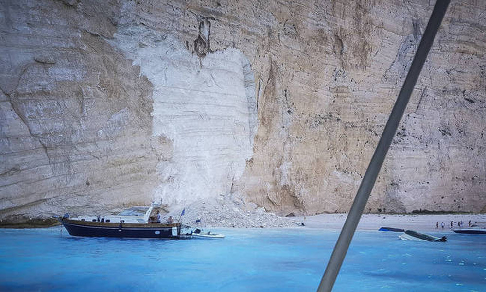 Ζάκυνθος: «Ναυάγιο» ώρα μηδέν – «Ανοργάνωτη» η παραλία με εκατομμύρια επισκέπτες