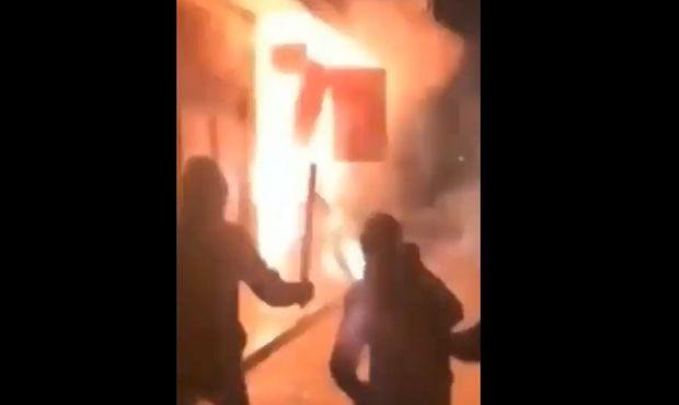 Βίντεο ΣΟΚ: Ανατίναξαν σύνδεσμο του Ολυμπιακού στον Ασπρόπυργο! (VIDEO)