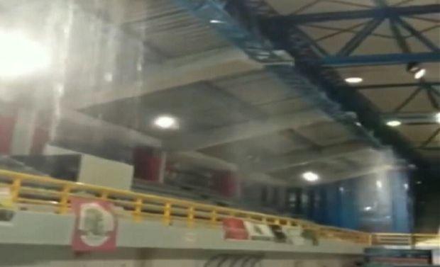 Απίστευτο σκηνικό στον Πύργο: Έπαιζαν μπάσκετ και έβρεχε… μέσα στο κλειστό! (+video)
