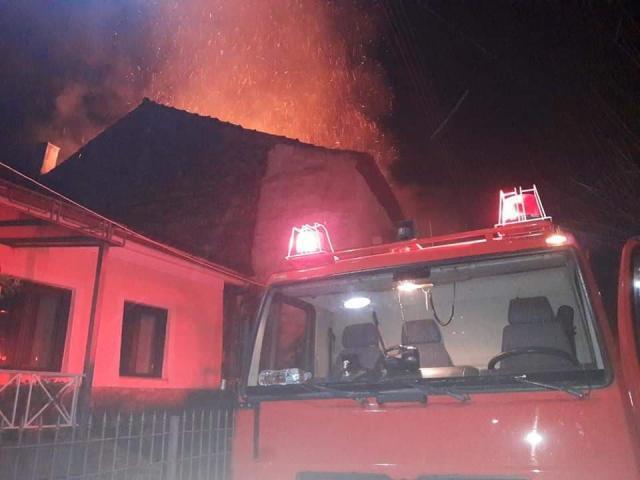 Σπίτι τυλίχθηκε στις φλόγες από κεραυνό