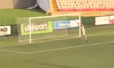 Έφαγε γκολ (και από τερματοφύλακα) από 70 μέτρα! (video) 16