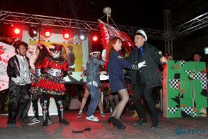 """Τα """"έσπασε"""" η έναρξη 7ου Καλαματιανού Καρναβαλιού – Ξέφρενο πάρτι στη κεντρική πλατεία Καλαμάτας (photos + videos)"""