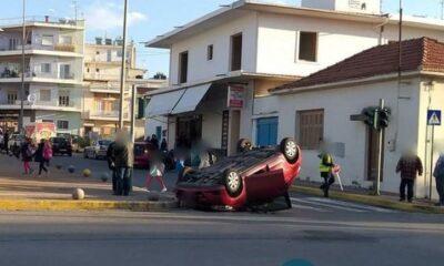 Σύγκρουση αυτοκινήτων έξω από το 3ο Δημοτικό Σχολείο Καλαμάτας 18