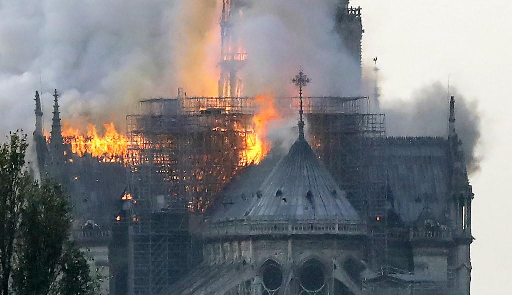 Η τραγωδία με την Παναγία των Παρισίων (pcs + video)