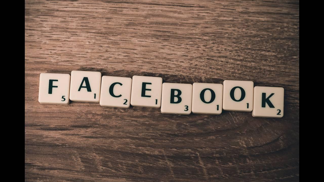 «Έπεσε» το Facebook και το Instagram