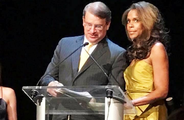 Το περίφημο δημοσιογραφικό βραβείο Πούλιτζερ, σε… Γεωργούντζο, στις ΗΠΑ! (photos)