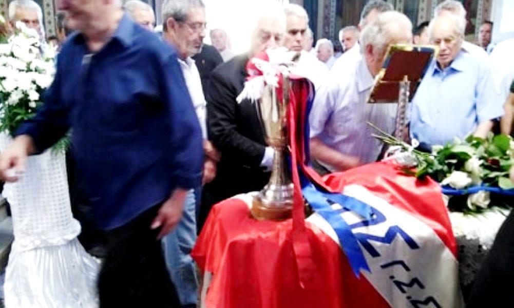 """Το """"τελευταίο αντίο"""" στο Μήτσο Μαυρίκη: Με την σημαία και το Κύπελλο του Πανιωνίου… (photos)"""