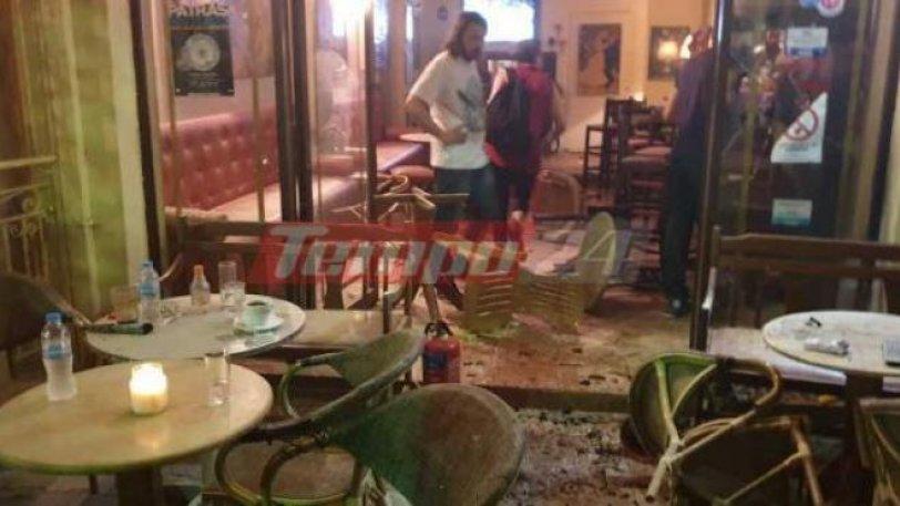 Οπαδοί έκαναν… ροντέο μία καφετέρια, με ρόπαλα και καπνογόνα στην Πάτρα… (pics)
