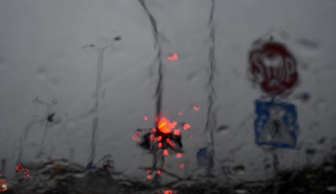 Άστατος ο καιρός τις επόμενες μέρες με βροχές και καταιγίδες