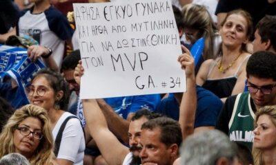 Ελλάδα - Τουρκία: Το πλακάτ που τράβηξε το βλέμμα του Γιάννη Αντετοκούνμπο 10