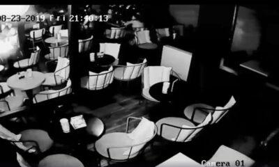 Εξερράγη κινητό τηλέφωνο σε καφετέρια (video) 14