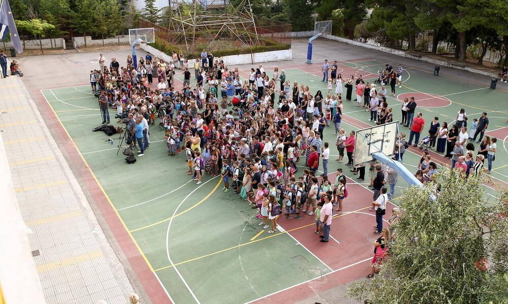 Εναρμονίστηκαν με την… Κυβέρνηση οι Λοιμωξιολόγοι και ανοίγουν τα σχολεία στις 11 Γενάρη!