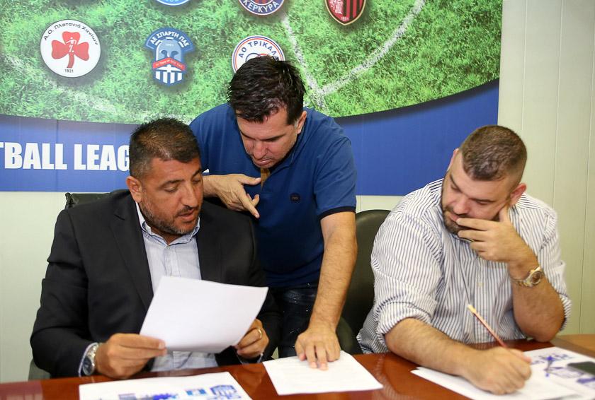 Οι διακοπές του Λεουτσάκου και η μπλόφα της Footbal League…