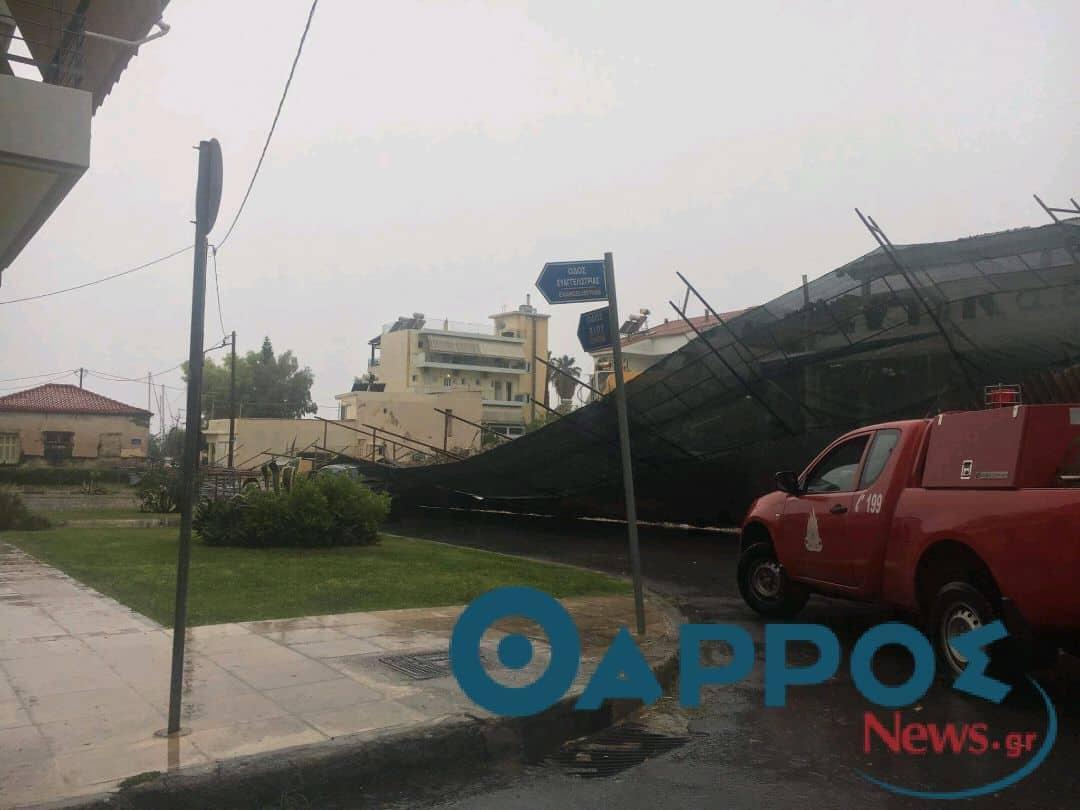 Μεγάλα προβλήματα από την ισχυρή καταιγίδα στην Καλαμάτα – Κλειστοί δρόμοι από πτώσεις δέντρων