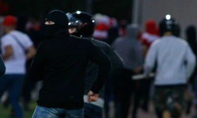 Ολυμπιακός - Μπάγερν Κ19: Εισβολή κουκουλοφόρων (!) και διακοπή του ματς! (photos) 15