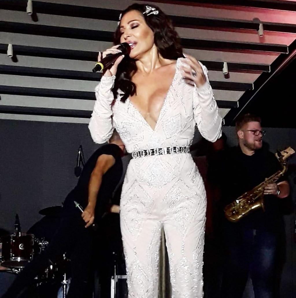 """Ο Βράνιες διοργανώνει… παρτάρα στην Αθήνα με τραγουδίστρια """"φωτιά""""! (photos)"""