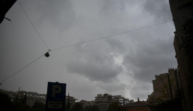 Νέο έκτακτο δελτίο καιρού: Πού θα εκδηλωθούν βροχές και καταιγίδες τις επόμενες ώρες