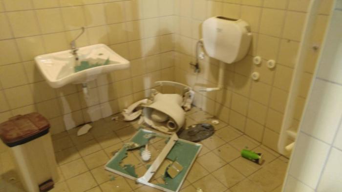 Ντροπή πια για τις… τουαλέτες στην Παραλία!!!