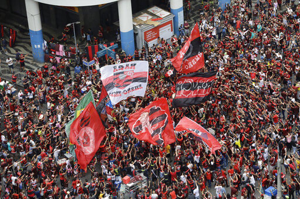 «Βούλιαξε» το Ρίο: Δυο εκατομμύρια φίλαθλοι στην υποδοχή της Φλαμένγκο (photos+video)