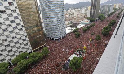 «Βούλιαξε» το Ρίο: Δυο εκατομμύρια φίλαθλοι στην υποδοχή της Φλαμένγκο (photos+video) 9
