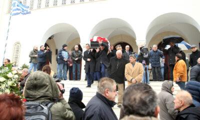 Συγκίνηση στην κηδεία Ηλία Ρωσίδη – Με σημαία Ολυμπιακού στην τελευταία κατοικία 6