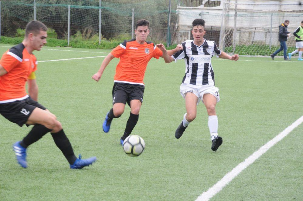 "Football League K17: Πάτησαν κορυφή στο ""νότο"", οι Νέοι της Καλαμάτας!"