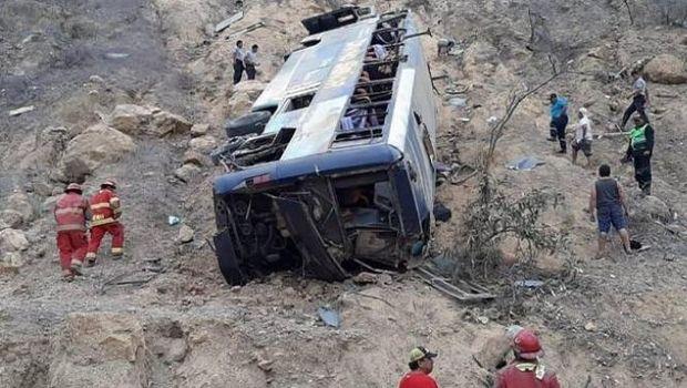 Λεωφορείο έπεσε σε χαράδρα, σκοτώθηκαν 8 φίλαθλοι της Μπαρτσελόνα SC