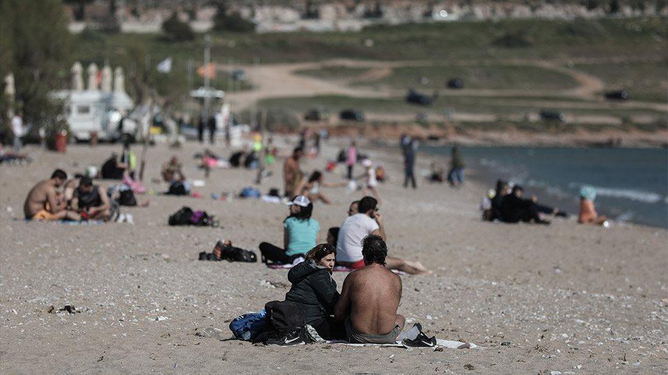 Ανευθυνότητα χωρίς όρια – Γέμισαν πάλι τις παραλίες! Τι κάθεται και τους… κοιτάει η Κυβέρνηση; (pics)