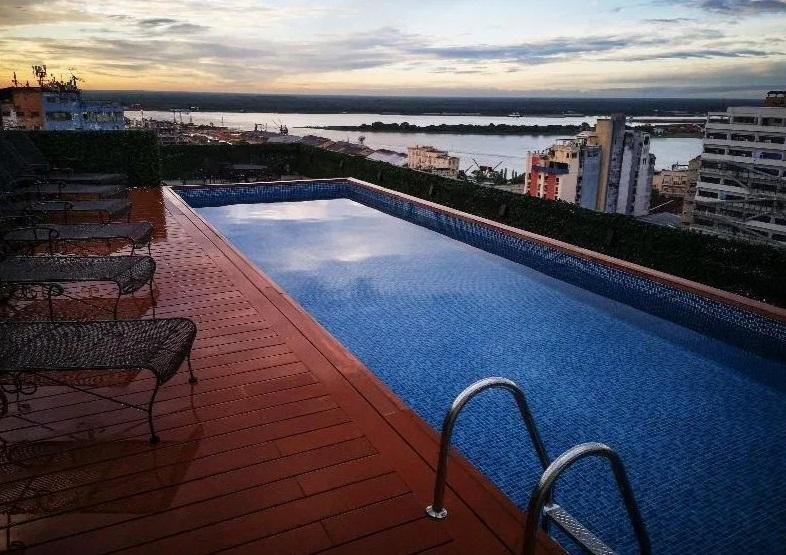 Το «χρυσό» κελί του Ροναλντίνιο: Σε προεδρική σουίτα 250 λιρών τη βραδιά ο Βραζιλιάνος! (pics)