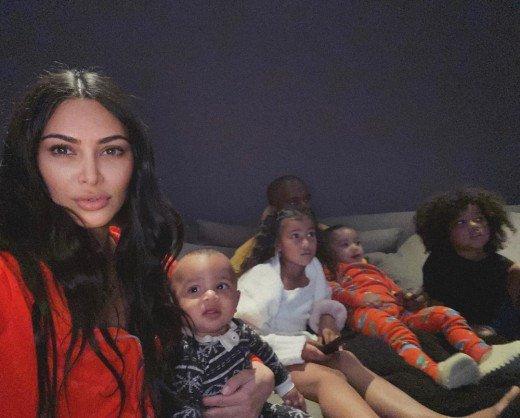 Η Kim Kardashian περιγράφει πώς περνά κλεισμένη στο σπίτι λόγω καραντίνας!