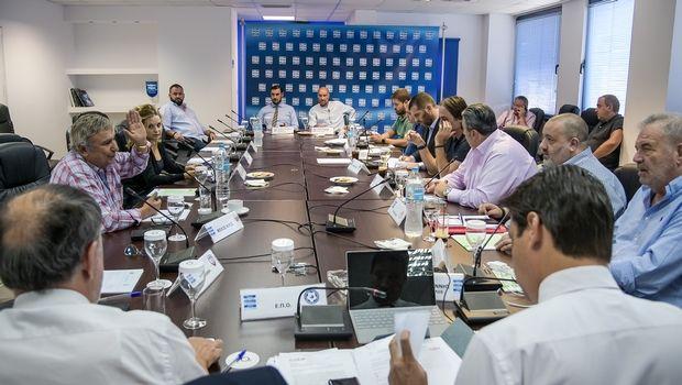 Super League : Χαμός στην τηλεδιάσκεψη με Μαρινάκη και Γκαγκάτση