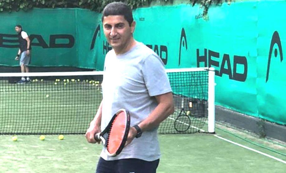 Άσε το τένις, Αυγενάκη…