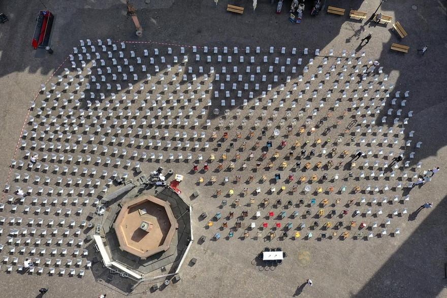 Θα γεμίσουν άδειες καρέκλες τις πλατείες την Τετάρτη…