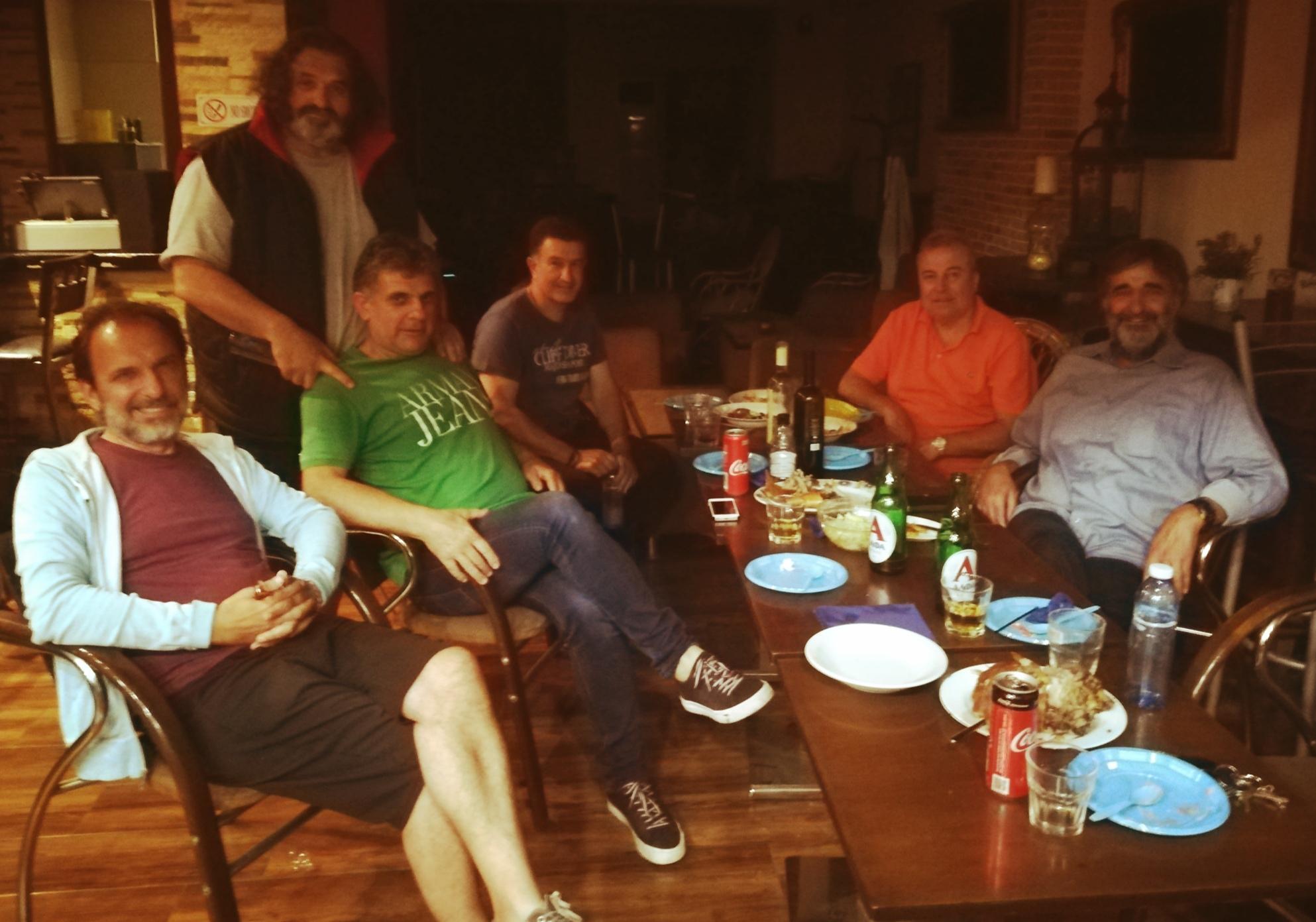 Συμβαίνει τώρα: Ο εορταστικός δείπνος του Κώστα Κλάδη