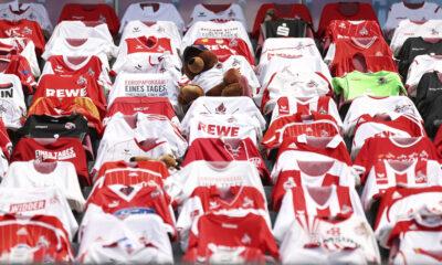 Τρομερό σκηνικό: Φανέλες και... κουκλάκια σε γερμανικό γήπεδο 12