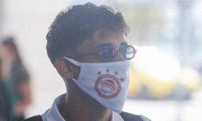 Ολυμπιακός: Αναχώρησαν για Θεσσαλονίκη με μάσκες (pics) 12