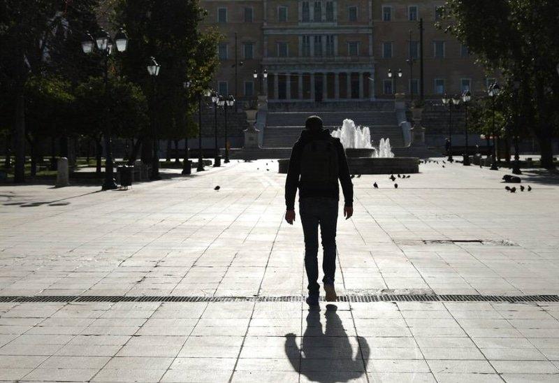 Κορονοϊός: Τα κάνανε μαντάρα με τους τουρίστες και την πληρώνουν πάλι οι Έλληνες…
