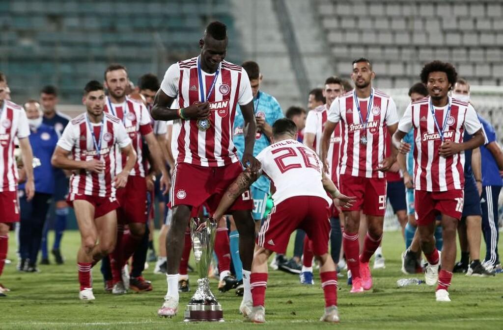 ΑΕΚ – Ολυμπιακός 0-1: Η απονομή στους ερυθρόλευκους (photos)