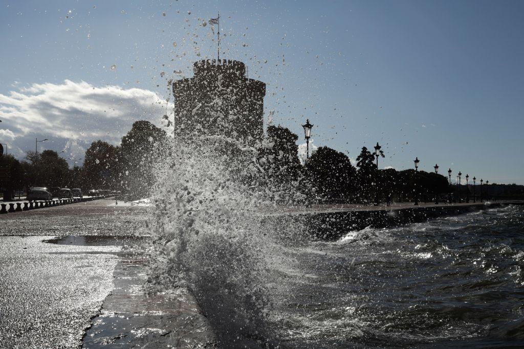 SOK: 905 (!) κρούσματα στη Θεσσαλονίκη, 564 σε Αττική, 207 σε Λάρισα, 16 σε Μεσσηνία!