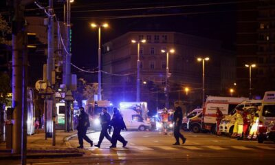 Νύχτα τρόμου: Επιθέσεις από πολλούς τρομοκράτες και ΝΕΚΡΟΥΣ στη Βιέννη (pics+videos).... 16