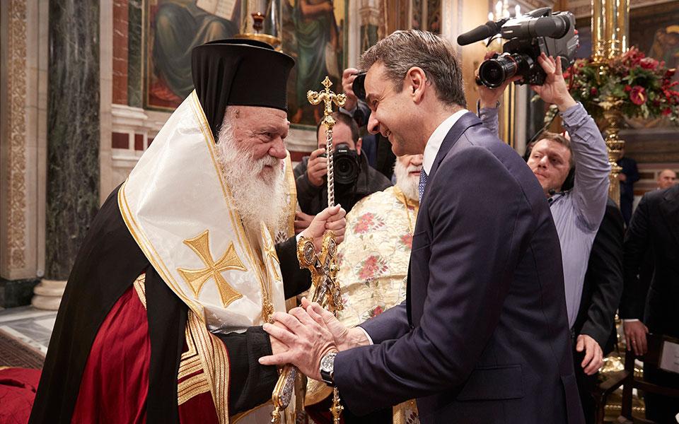 """Κορονοϊός: """"Κωλοτούμπα"""" Μητσοτάκη (και) στους παπάδες για τις εκκλησίες!"""