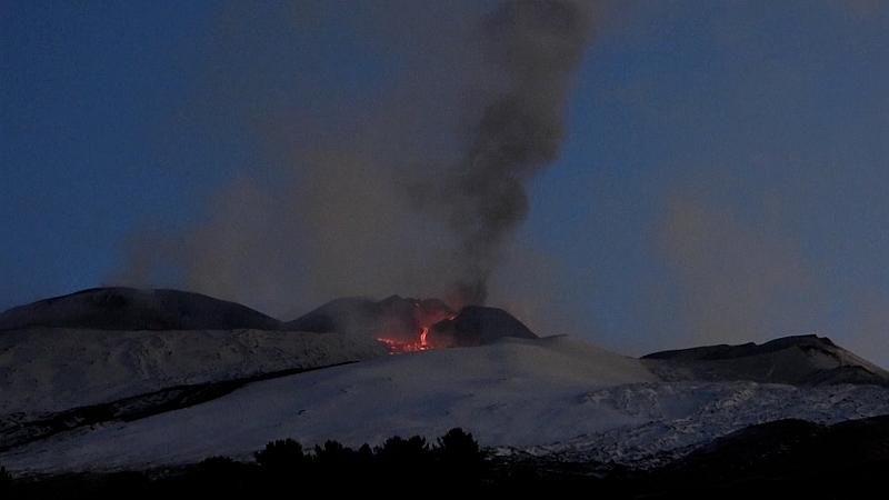 Εντυπωσιακό βίντεο από τη νέα  έκρηξη στην Αίτνα και τα ποτάμια καυτής λάβας (video)