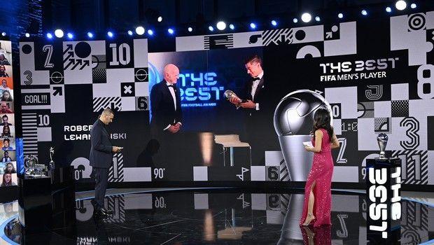 FIFA: Λεβαντόβσκι ο κορυφαίος παίκτης της χρονιάς, Κλοπ ο καλύτερος προπονητής