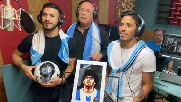 Αργεντίνοι παίκτες της Ελλάδας τραγουδούν για τον Μαραντόνα (+video)